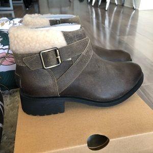 UGG Shoes - NWT UGG Benson Waterproof Booties in Dove